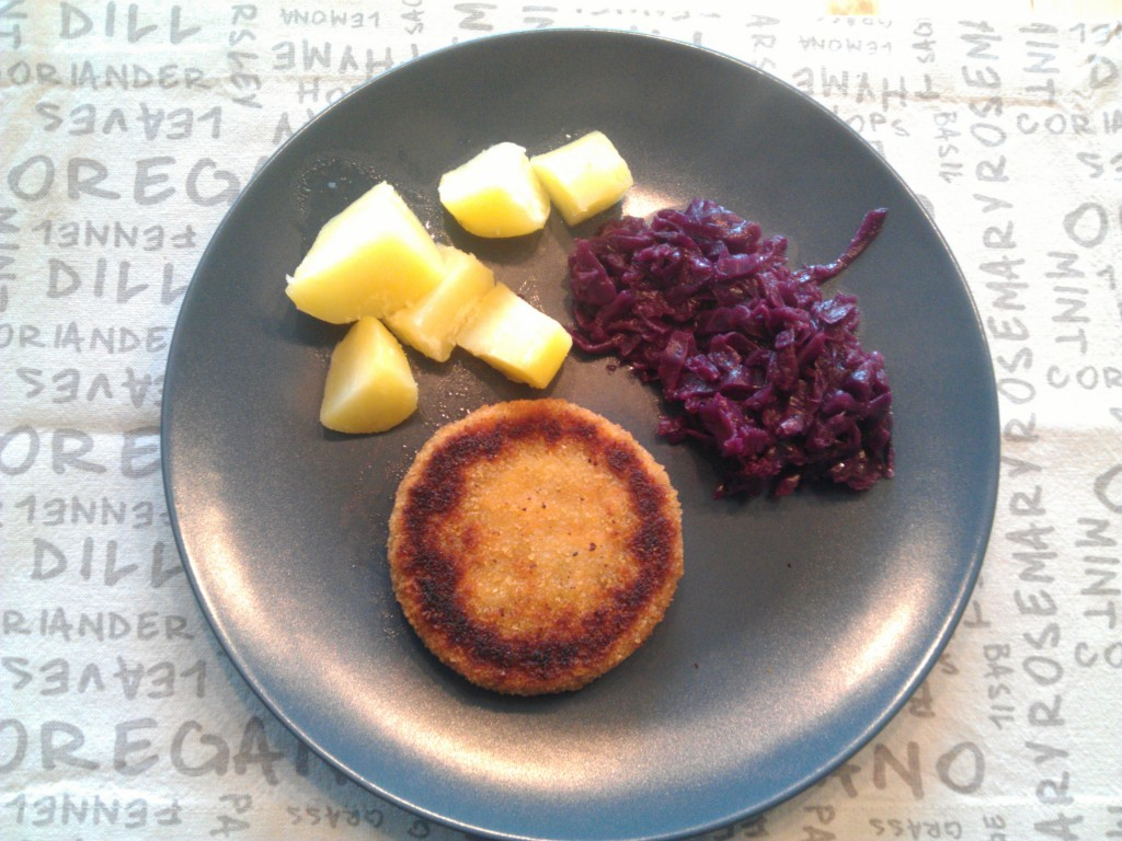 Braised red cabbage, boiled potatoes & carrot burger