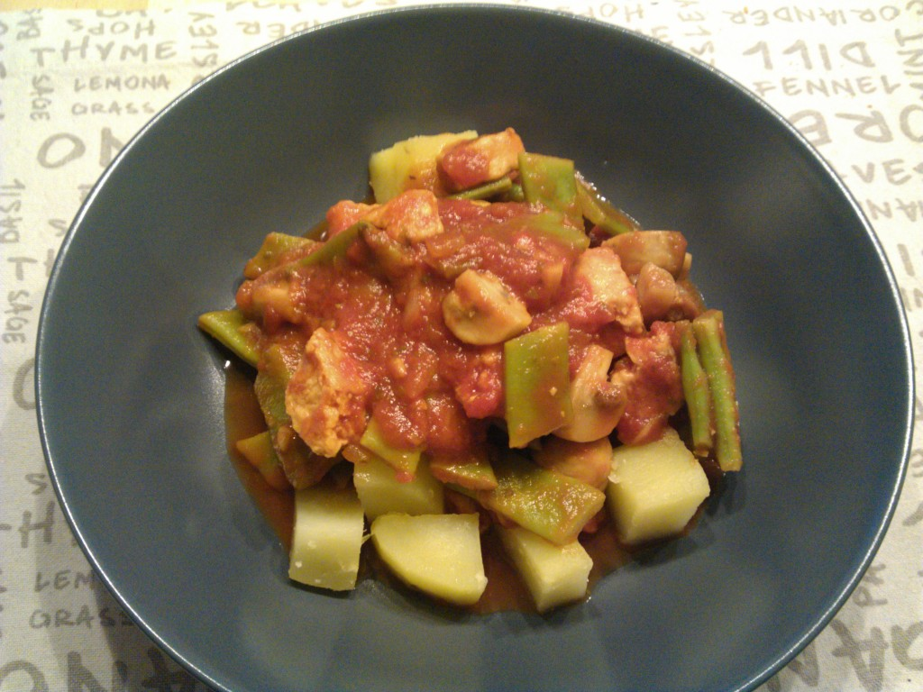 Green beans & mushrooms in tomato sauce with quorn & potatoes